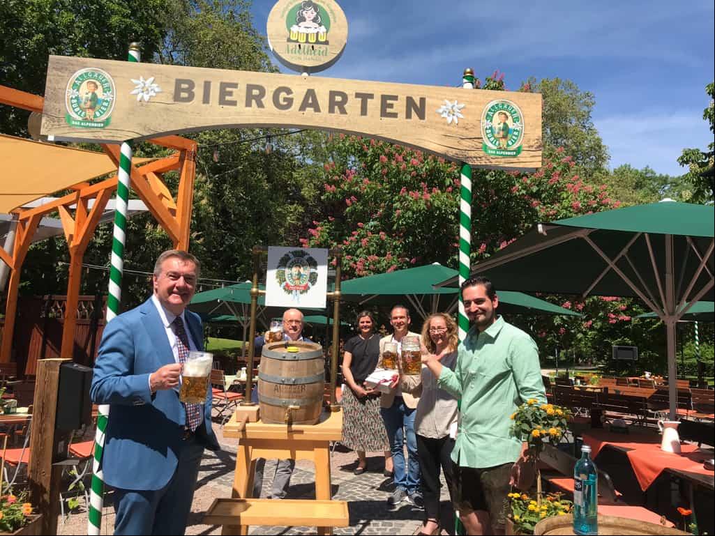 Oberbürgermeister Kaminsky eröffnet Biergarten am CPH